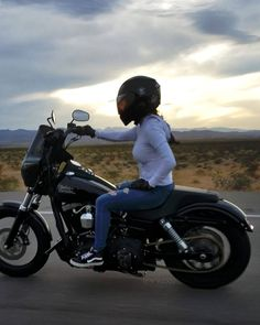 Lady Biker, Biker Girl, Chicks On Bikes, Street Bob, Bobber Motorcycle, Club Style, Car Girls, Motorbikes, Cloud