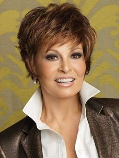 Hairstyles For Women Over 50 With Thick Hair (27) Short Hairstyles For Women, Short Layered Haircuts, Mom Hairstyles, Hairstyles For Round Faces, Short Hair Cuts For Women, Short Cuts, Trendy Hairstyles, Straight Hairstyles, Short Straight Hair