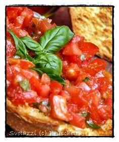 Bruschetta casereccia con pomodoro e basilico! buon appetito!  http://www.svolazzi.it/2013/07/bruschette-al-pomodoro-fresco.html