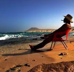 Imagen por Juan Violán: El momento en que cojo unos días con mi familia, y a las orillas de las maravillosas Playas de Fuerteventura puedo respirar ese yodo que producen las olas del Atlántico en sus costas...acompañado de buena comida, buenos vinos, familia y amigos