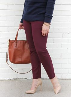 Houston Fashion blogger Lady in Violet wears the Loft Essential skinny pants in mauve and carries the Vera Bradley Sagebrush Satchel.