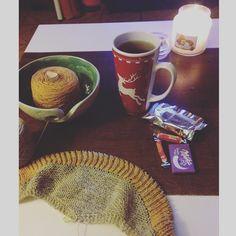 Ce soir c'est tricot-thé  gourmandises merci Pauline c'est trop trop bon . Et demain c'est petit déjeuner avec @lainamouree ouiiiiiiiiiiiii  by lulu.tricote
