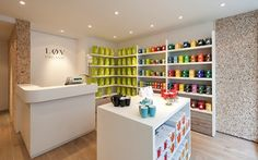 KUSMI TEA, Løv Organic boutique in Milan. A branding, naming, packaging and retail design projectto win over the organic tea market.
