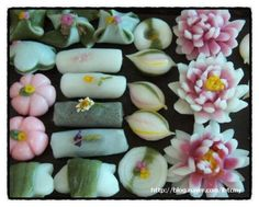 looks like a good reference for some mochi designs Korean Rice Cake, Korean Sweets, Korean Dessert, Japanese Sweets, Korean Food, K Food, Food Art, Asian Desserts, Asian Recipes