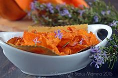 CHIPS DI ZUCCA aromatizzate al rosmarino Snacks, Snack Recipes, Healthy Recipes, Starters, Healthy Food, Veggies, Cooking, Ethnic Recipes, Recipes