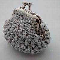 Monedero Crochet con Boquilla Gris Plata Crochet Wallet, Crochet Coin Purse, Crochet Purse Patterns, Crochet Purses, Crochet Bags, Crochet Change Purse, Love Crochet, Diy Crochet, Crochet Chart