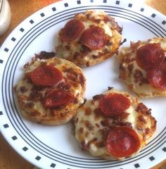Easy #English_Muffin #Pizza.  The perfect guy- or #apartment food.  Click For Recipe