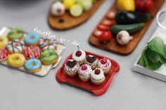 Miniature Cupcakes by Stéphanie Kilgast, aka Petitplat