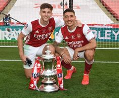 Arsenal Players, Arsenal Football, Arsenal Fc, Football Soccer, Arsenal Twitter, Worst Injuries, Pierre Emerick, Celebrity Travel, Fernando Torres