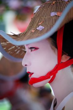 This is a nice portrait of a geisha - a traditional Japanese female entertainer. We Are The World, People Around The World, Japanese Kimono, Japanese Girl, Japanese Female, Japanese Beauty, Asian Beauty, Art Japonais, Foto Art