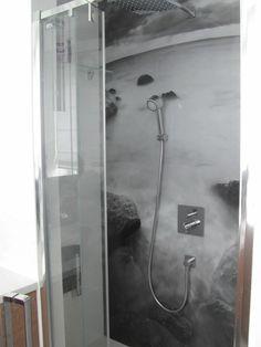 http://www.szyby-dekoracyjne.pl/produkty/realizacje2/kabiny-prysznicowe-i-panele-lazienkowe/images/prysznic.jpg