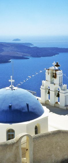 Get an impression of the highlights of Santorini and get a feeling of how big is the island of Santorini really is in just 3 minutes!