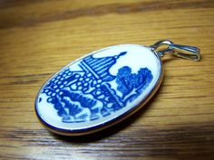 BLUE WILLOW Pendant. I would really like one with the birds on it.