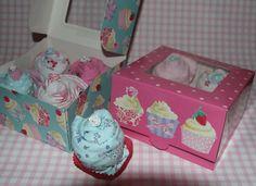 Super kadootje. Cupcakes gemaakt van rompertjes en slabbertjes. Kijk voor meer leuke (kraam) kadootjes op www.bonniezstyling.nl