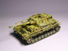 http://www.track48.com/gallery/ww2/axis/tanks/panzer4-tuck/P1030653.jpg