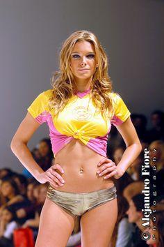 Modelo argentina, Sofía Zámolo en el desfile del diseñador de zapatos Ricky Sarkany.