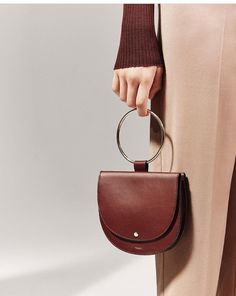 Introducing accessories: discover the newest chapter in the world of Theory. Leather Handbags, Leather Wallet, Leather Bag, Brown Leather, Handmade Bags, Beautiful Bags, Leather Working, Leather Craft, Fashion Bags
