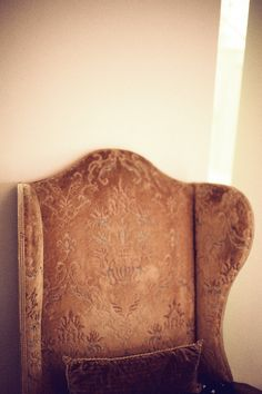 hawaiiancoconut:    Gold velvet chair.