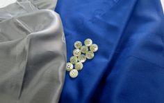 ロロピアーjナ ロイヤルウイシュ (~~)  色鮮やかなロイヤルブルーの ロロピアーナロイヤルウイシュです  カシミアクラスの艶 こう言ってもピンと来ないかもですよね  ウールでカシミアクラスの糸を作る これが難儀なんです  それをクリアーした糸 ですので素晴らしい素材になってくれます  むしろカシミアよりも 丈夫なので良い位かもですよ  ただカシミアもスパンカシミアというのがあって シワに強くて丈夫なので これも優れた素材で  ボストンバックにスパンカシミアコートを 折りたたみ旅に出る  これユーロ圏では ごく普通の感覚です  日本では カシミアコートを折りタタんで 長旅に  シワとか痛みとか気になって そういう事なさる方は少ないと思います  あれ ロイヤルウィッシュから なんだか脱線しちゃいましたね 笑