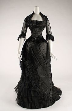 silk evening dress, 1881 - 1884 Love it! 1880s Fashion, Victorian Fashion, Vintage Fashion, Victorian Era, Victorian Dresses, Gothic Dress, Gothic Lolita, Gothic Fashion, Edwardian Dress