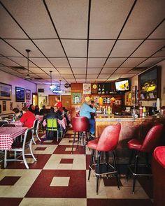 Cincinnati Magazine| Fine Diving: Quatman Cafe| February 2015| Photograph by Jeremy Kramer