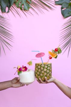 Try these creative punch drinks! Plus Top 5 punch recipes! Click through for 4 more yummy punch recipes plus luau party ideas! Tiki Party, Festa Party, Beach Party, Cocktails To Try, Summer Cocktails, Party Drinks Alcohol, Fun Drinks, Pineapple Cup, Party Punch Recipes