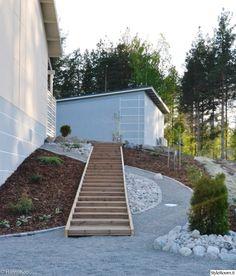 rinnepuutarha,koristekivi,koristekate,havukasvi,portaat,puutarha