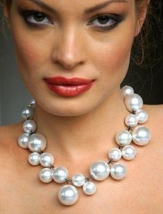 Resultados da Pesquisa de imagens do Google para http://fashiontribes.typepad.com/main/images/digital_attire_necklace.jpg