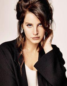 Lana Del Rey é a estrela da capa e recheio da edição de setembro da revista francesa Grazia.