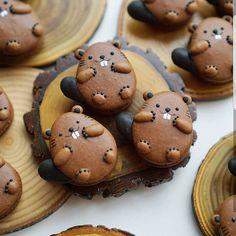 Yes or no?? Beaver macarons by @mellyeatsworld They are so cute! I like it!!! I am fan!!!! #beaver #castor #bear #macaronstagram #panda #animal #pet #animals #best #macarons #foodart #art #macaron #macaronlove #frenchmacaron #meringue #cupcake #food #foodporn #cake #bakery #pastry #patisserie #amourducake #photooftheday #bestoftheday