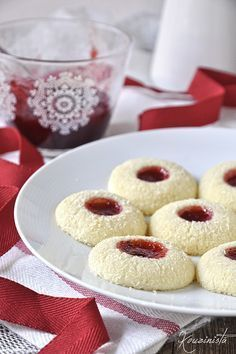 Butter Cookies with Coconut & Jam / Straw … Sweets Recipes, Cookie Recipes, Coconut Jam, Greek Desserts, Nutella Cookies, Thumbprint Cookies, Italian Cookies, Christmas Sweets, Christmas Recipes