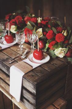 Mele caramellate e tavolo rustico.   www.princesswedding.it   Photo by Paola Colleoni