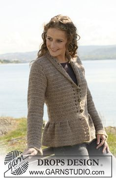 """Crochet DROPS jacket with collar and pleats in """"Silke-Tweed"""" and """"Alpaca"""" and crochet border in """"Vivaldi"""". Size S - XXXL."""