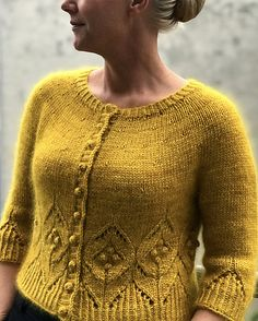 Ravelry: Magnolia Chunky Cardigan pattern by Camilla Vad Hand Knitted Sweaters, Sweater Knitting Patterns, Cardigan Pattern, Knit Patterns, Stitch Patterns, Chunky Knit Cardigan, Crochet Cardigan, Knit Crochet, Chunky Knits