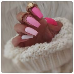 The polished nails - Ombre inspiration - pink - nail art 5 practical ways to apply nail polish without errors Es ist fast eine Prüfung, Nagellack richtig a Pink Ombre Nails, Pink Nail Art, Summer Acrylic Nails, Best Acrylic Nails, Nail Polish, Gel Nails, Nailart, Nagel Gel, Nails Inspiration