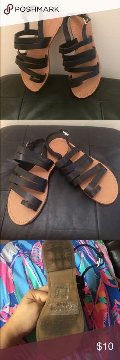 Forever 21 black strappy sandal Forever 21 strappy sandal Size: 6 soles are kind of black but worn less than 3 times Forever 21 Shoes Sandals