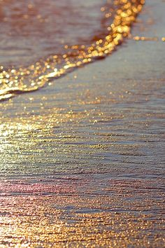 I absolutely LOVE how the color of the sun's reflection onto the water was captured. The waves look gold and has a slight rainbow effect on it. The colors are beautiful and the entire image looks seamless and harmonious. Beautiful World, Beautiful Places, Stunningly Beautiful, Beautiful Moments, Absolutely Gorgeous, All Nature, Nature Beach, Am Meer, Jolie Photo