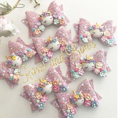 Handmade Glitter Unicorn Bow Materials: Made with 100% chunky glitter fabric and finished with a clay unicorn, delicate mulberry flowers and tiny resin flowers. Size: The bow measures approximately 8cm. Clip or Headband: The bow can be attached to your choice of the following: an