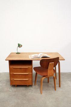Cees Braakman voor Pastoe bureau te koop op www.vanOnS.eu #interiordesign #furniture