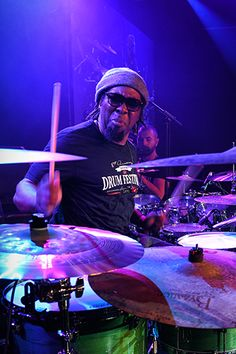 Sput Searight - Lightening Fast and Smooth on the drums