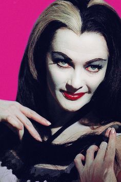 lily munster Munsters Tv Show, The Munsters, Munsters House, Yvonne De Carlo, La Familia Munster, Los Addams, Munster Family, Herman Munster, Tv Movie