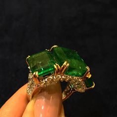 The all time favourite 3-stone Emerald ring spotted at @kamyenjewellery