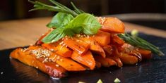 Grilling carrots can even taste better with adding caramelized honey on top of each carrot slice. Vegetable Recipes, Vegetarian Recipes, Healthy Recipes, Grilled Carrots, Food Fantasy, Just Cooking, Vegetable Side Dishes, Everyday Food, Food Inspiration