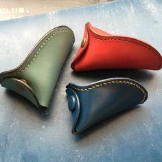 いいね!199件、コメント3件 ― Dullesclub(カバン屋)さん(@dullesclub)のInstagramアカウント: 「新しくブルーのブライドルが入荷したのでコインケースミニを作ってみました。500円玉×2+100円玉×10枚は入ります。 #dullesbag #wallet #pen #leathercraft…」