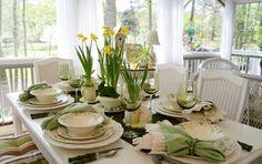 Tischdeko Ideen Tulpen weiße Porzellan Teller grün