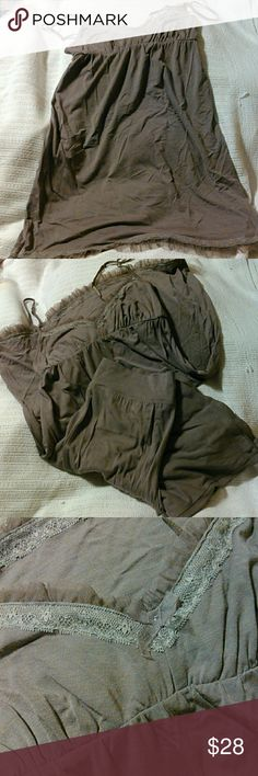 VS 2 pc jammies Victoria secret 2 pc. Jammies (sorry pics aren't that great) it's a really nice set only wore once. Sz. Xsmall  48% modal 48% cotton 4% spandex Victoria's Secret Intimates & Sleepwear