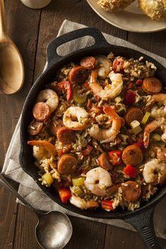 Le Jambalaya est un classique de la cuisine créole/cajun, un plat unique et bien garni. Je me souviens encore de mon premier jambalaya comme si c'était hier, dégusté dans un restaurant du Vie…