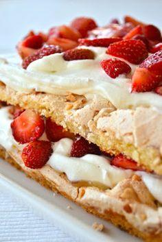 Britakakku mansikoilla ja lemon curdilla   Kanelia ja kardemummaa Recipes From Heaven, Something Sweet, Sweet And Salty, Nom Nom, Cake Recipes, Waffles, Cheesecake, Deserts, Food And Drink