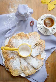 Apple pancakes, I'll probably add some cinnamon. Polish recipe