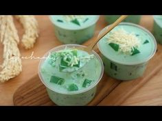 BUKO PANDAN KHAS FILIPINA | IDE JUALAN DESSERT DRINK SUPER YUMMY - YouTube Dessert Drinks, Desserts, Filipina, The Creator, Food And Drink, Cake, Ethnic Recipes, Youtube, Tailgate Desserts